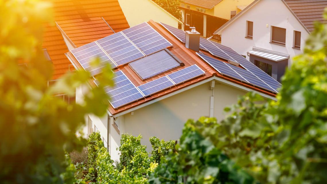 Még most érdemes kiépíteni a napelemes rendszert: fontos változások jönnek a szabályozásban