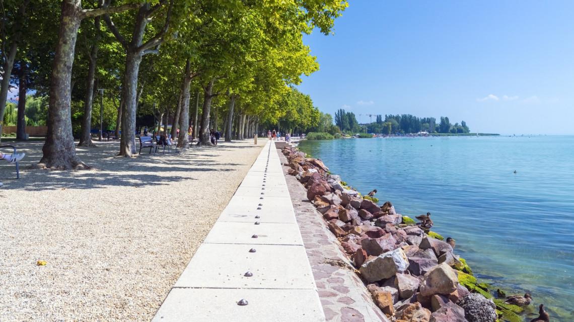 Jó hír a Balaton szerelmeseinek: mindenki számára megközelíthető vízparti parkot építenek