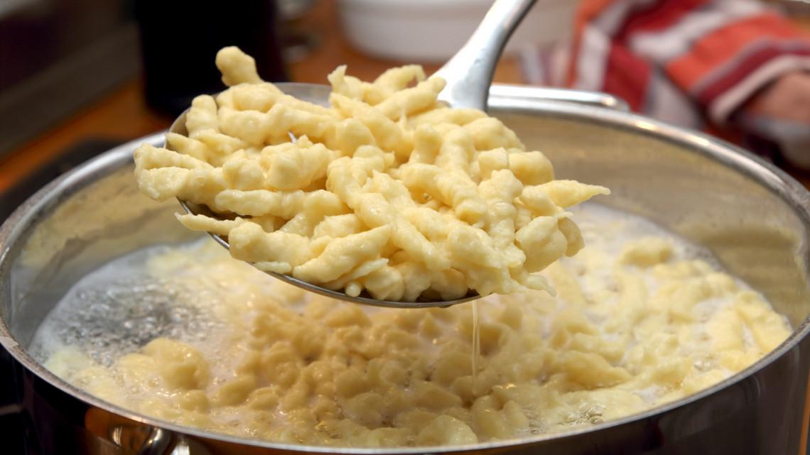 Vajas galuska levesbetét: így készül a vajas galuska levesbe, pörkölthöz