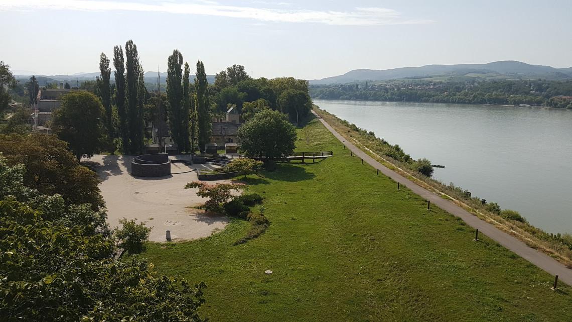 Újabb határ menti beruházás: ökoturisztikai látogatócentrum épül Karván