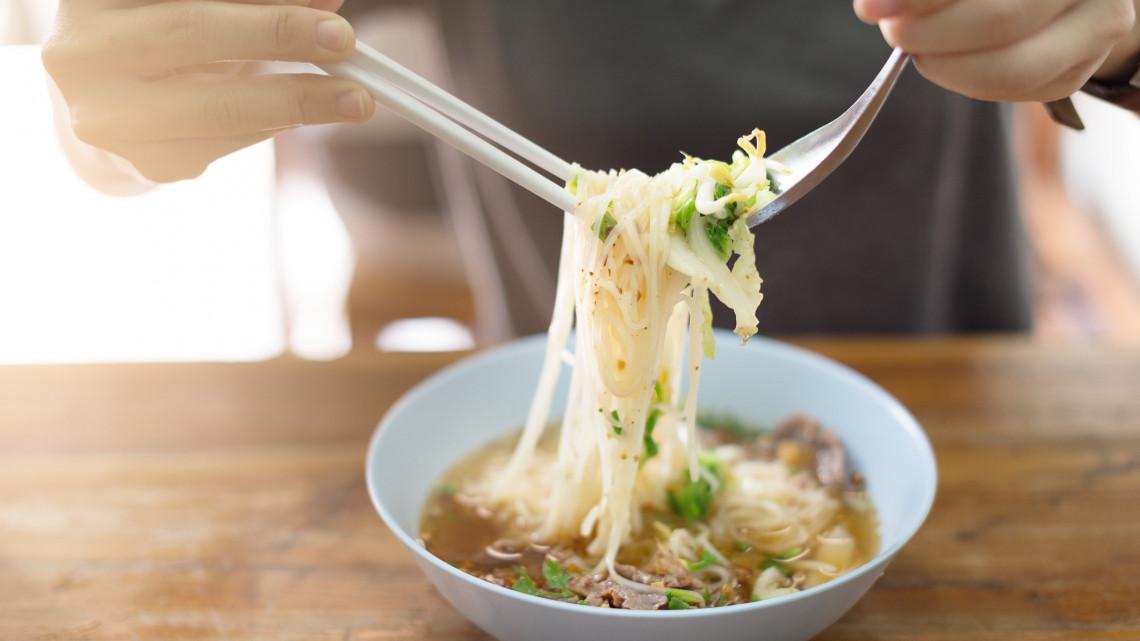 Marhahúsleves egyszerűen: marhahúsleves velőscsonttal, marhahúsleves lábszárból