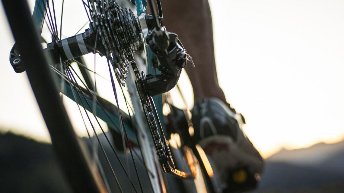 Brutális sérüléseket okozott a bicikliseknek a marhaterelő férfi: ez vár rá