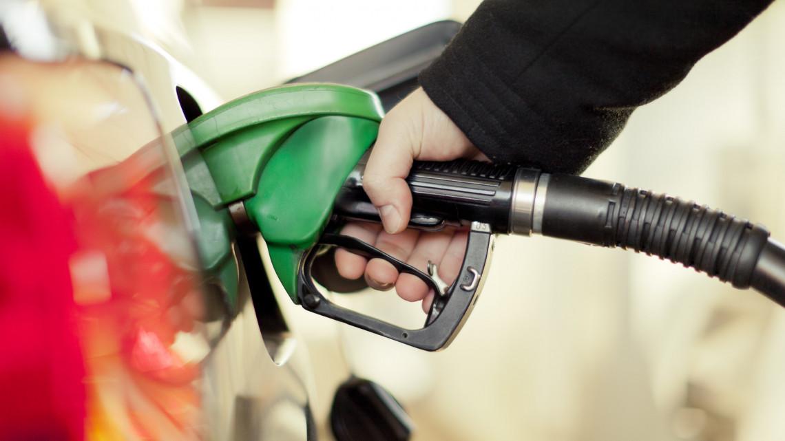 Rengeteg benzint, dízelt lopott tankolás közben a három férfi: ez volt a trükkjük