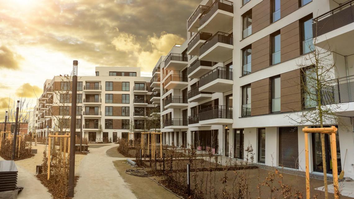 Óriási a szakadék a magyar ingatlanpiacon: bődületes különbségek a vidéki garzonárakban
