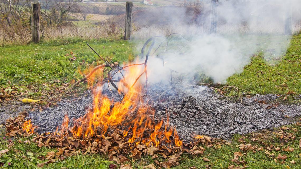 Mégsem tiltják be az avarégetést 2021-től az egész országban: itt a friss rendelet