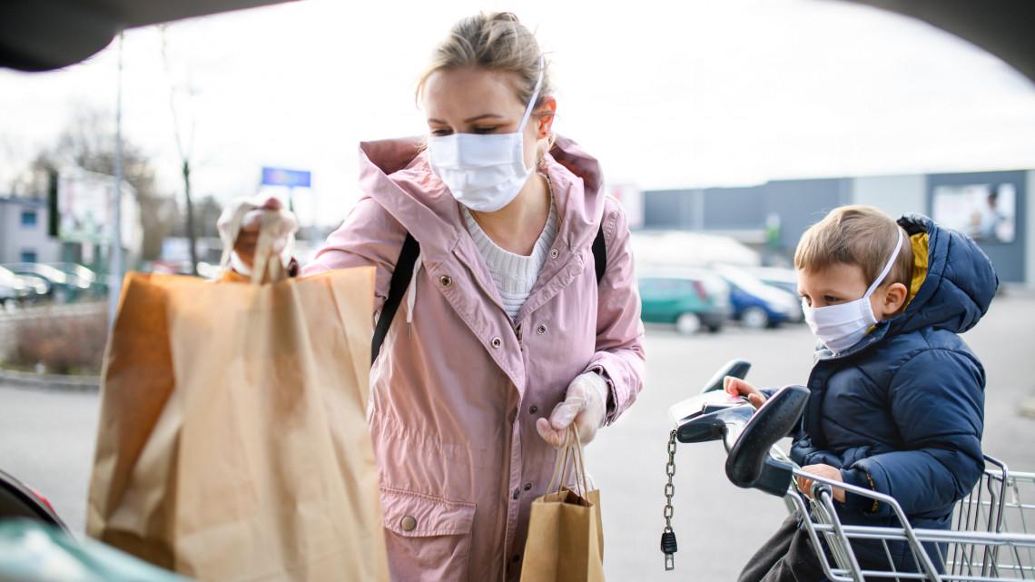 Koronavírus: a szokottnál is idegőrlőbb lehet a karácsonyi vásárlás, ha nem kapunk észbe!