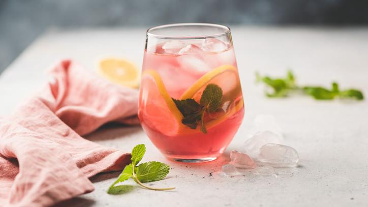 Felejtsd el a boltokban kapható méregtelenítő italokat: fillérekből otthon is elkészítheted