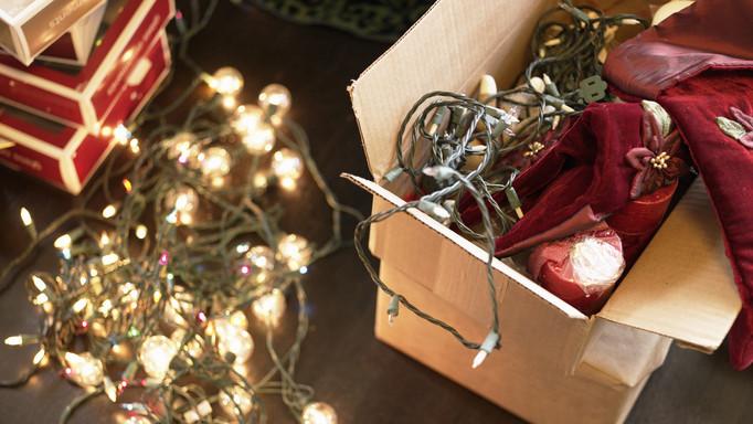Elképesztő fogás: két konténernyi veszélyes karácsonyi égőt tartóztatott fel a vámhatáron a piacfelügyelet