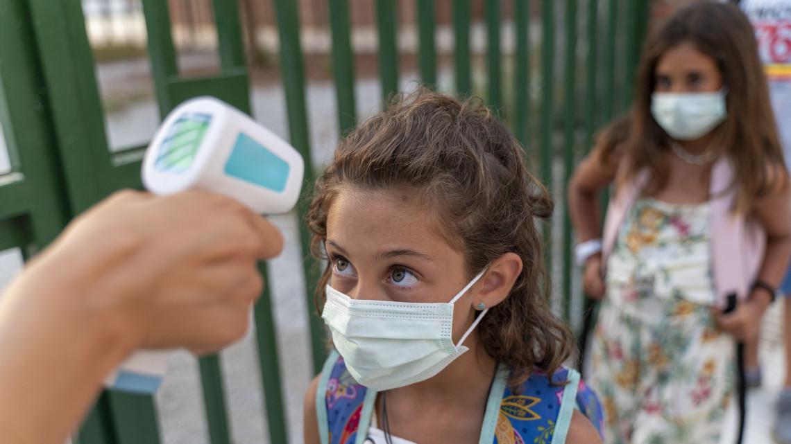 Koronavírus: kényszerből nem egy vidéki iskolában előrehozták a téliszünetet