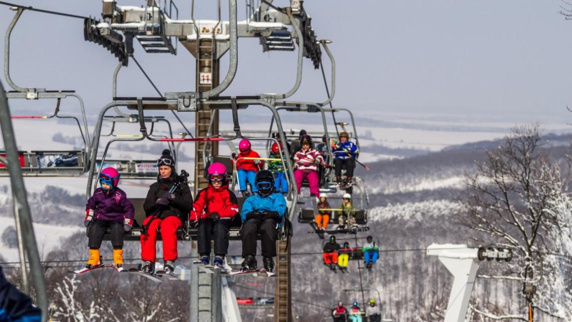 Ajándékozhatsz élményt is: ingyen síelhetnek vagy snowboardozhatnak az iskolások Eplényben