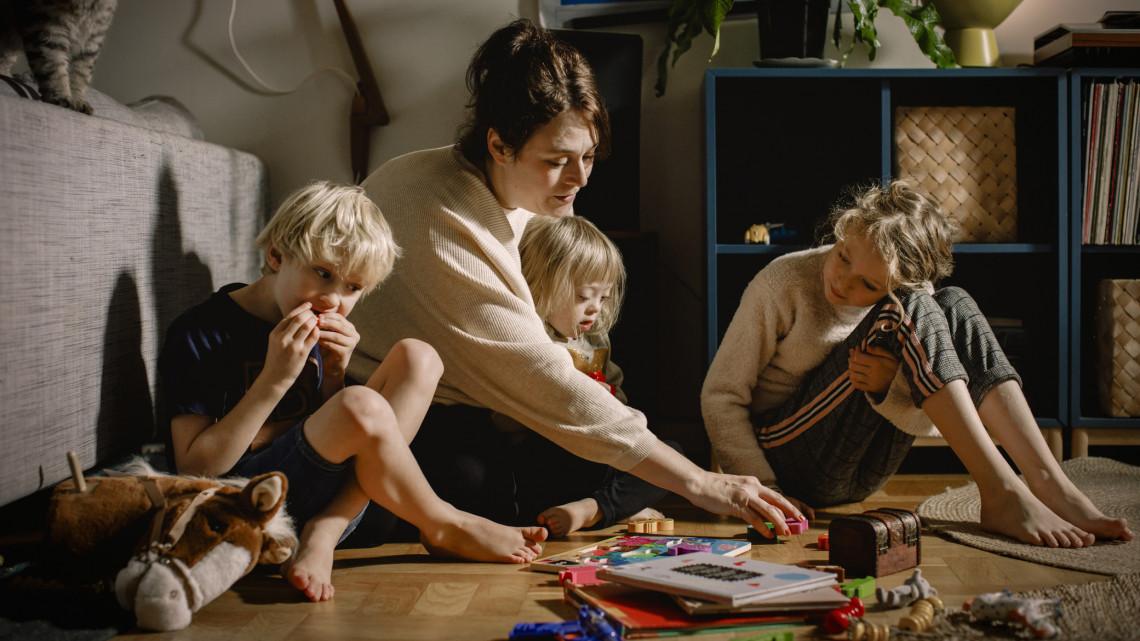 Nehéz hetek várnak a családokra: elárulta a pszichológus, hogyan kerülhető el a krach