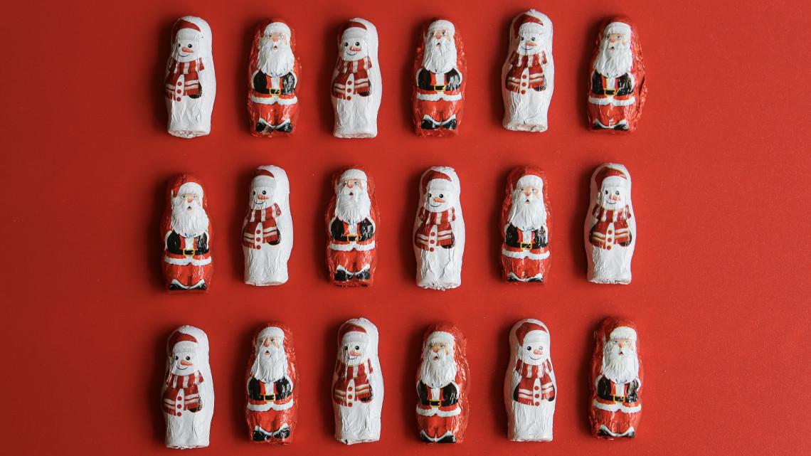 Bekavart a járvány: 15%-kal kevesebb karácsonyi csokifigurát készítettek Diósgyőrben, mint tavaly ilyenkor