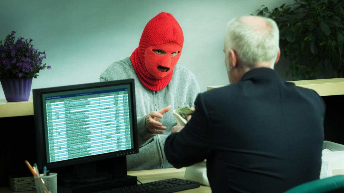 24 évesen kirabolt egy bankot: aztán taxival próbált elmenekülni a vidéki városból