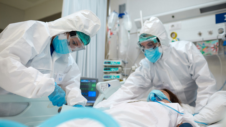 Koronavírus: vidéken nagyobb eséllyel halnak bele a betegségbe, mint a fővárosban