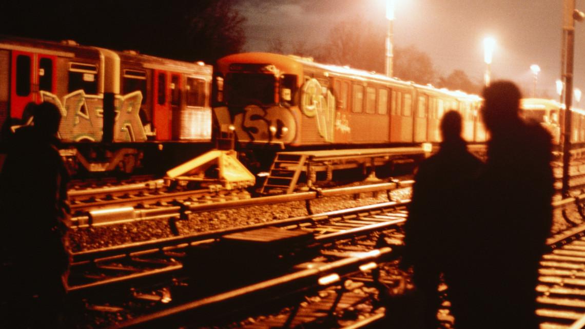 Több mint 20 milliós kár: ennyibe került az összefirkált vonatok megtisztítása idén