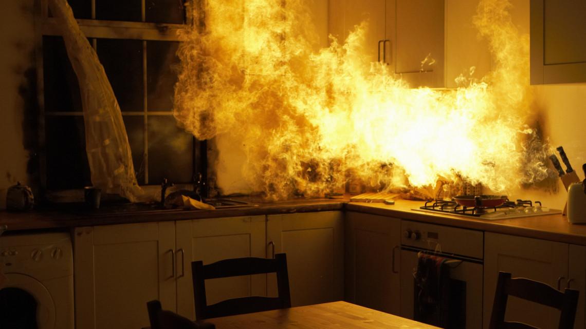 Az év első napján már ölt a szén-monoxid: de nem maradtak el a tűzijátékok okozta tüzek