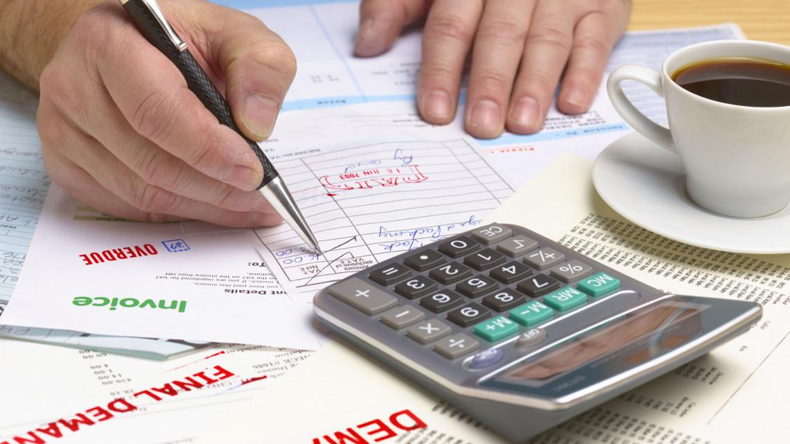Vége a papírszámlák korának: eddig átlagosan egymillió érkezett az adóhivatalhoz