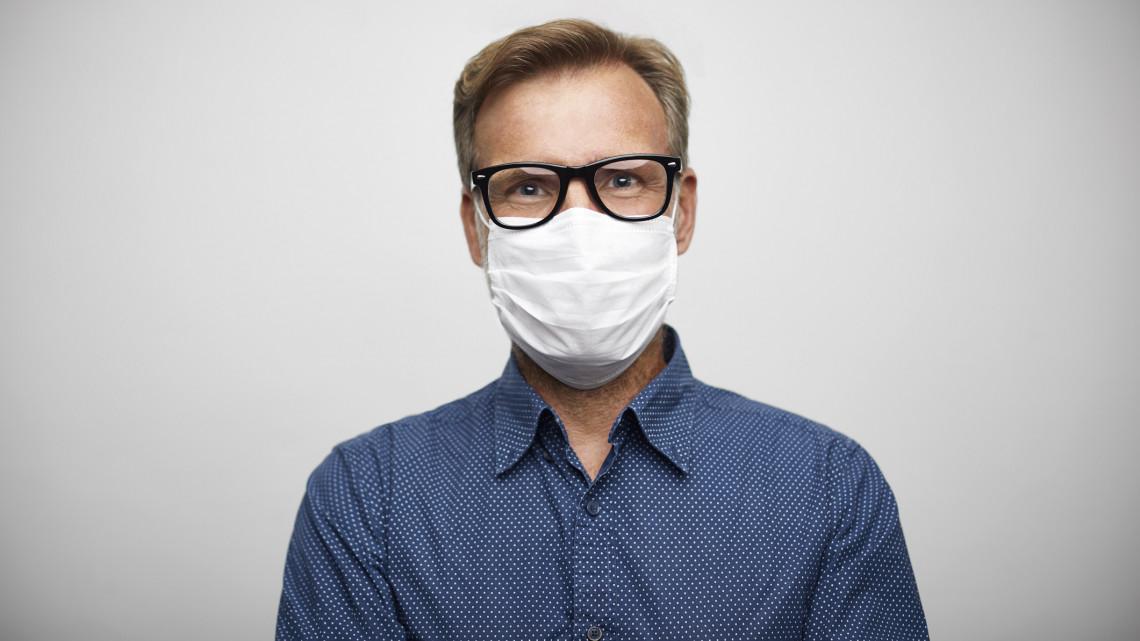 Bepárásodik a szemüveged a maszk miatt? Magyar fejlesztők találtak rá megoldást