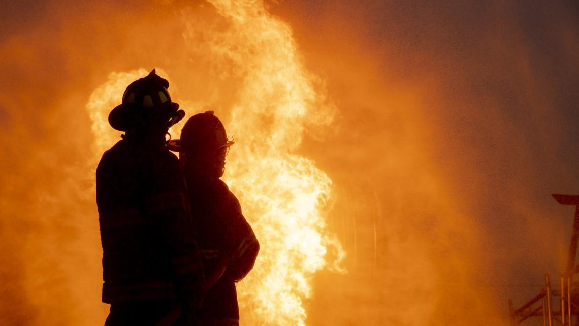 Lángok csaptak fel a vidéki nagyvárosban: több mint 80 lakót menekítettek ki