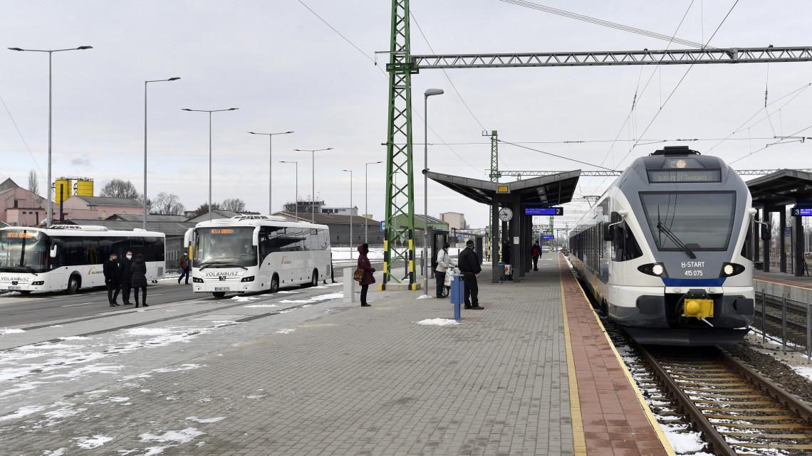 Új buszpályaudvart kapott ez a vidéki város: teljesen megújult az elhanyagolt környék