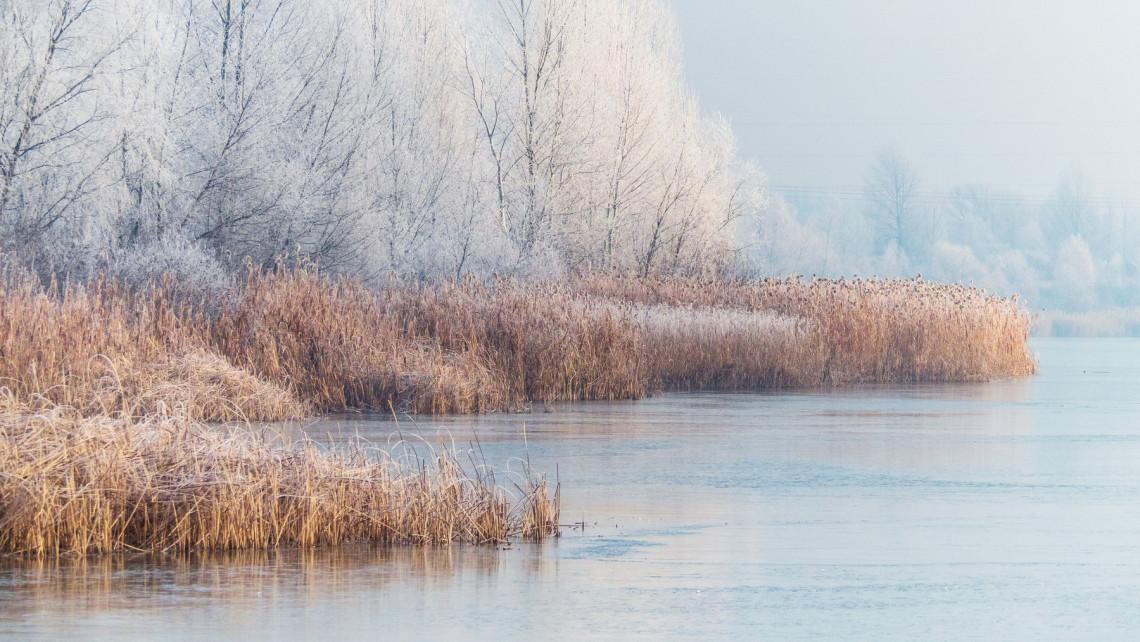 Jégpáncél veszi körbe a Balaton-partot, a Velencei-tó már teljesen befagyott + videók