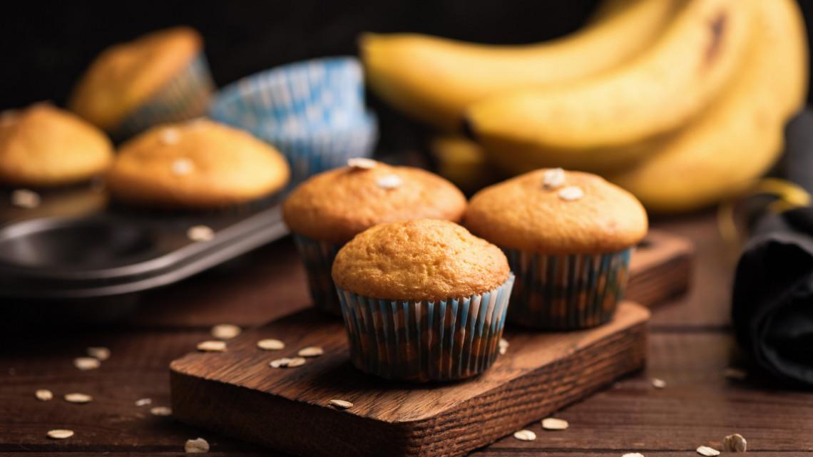 Csokis banános muffin recept: Így készül a mennyei bögrés banános zabpelyhes muffin sok-sok csokival!