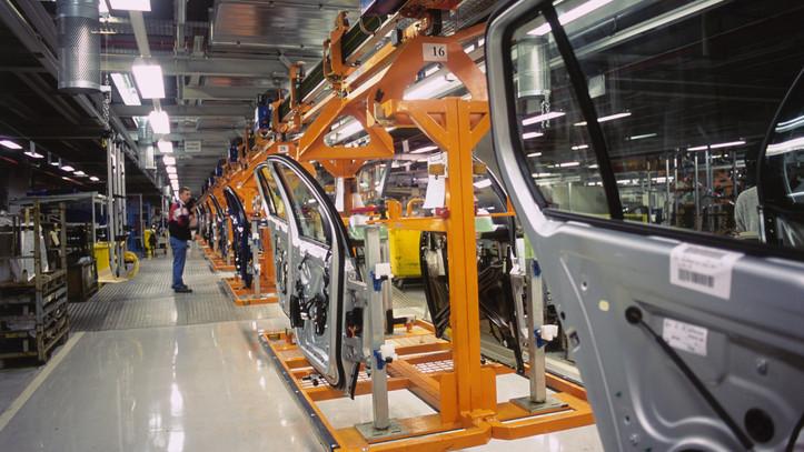 Bajba kerültek az autógyárak: mutatjuk, mi a helyzet a legnagyobb magyar cégeknél