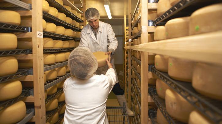 Átszervezés kezdődik: zalaegerszegi sajtüzemét bezárja, veszprémi gyáregységét fejleszti a francia cég
