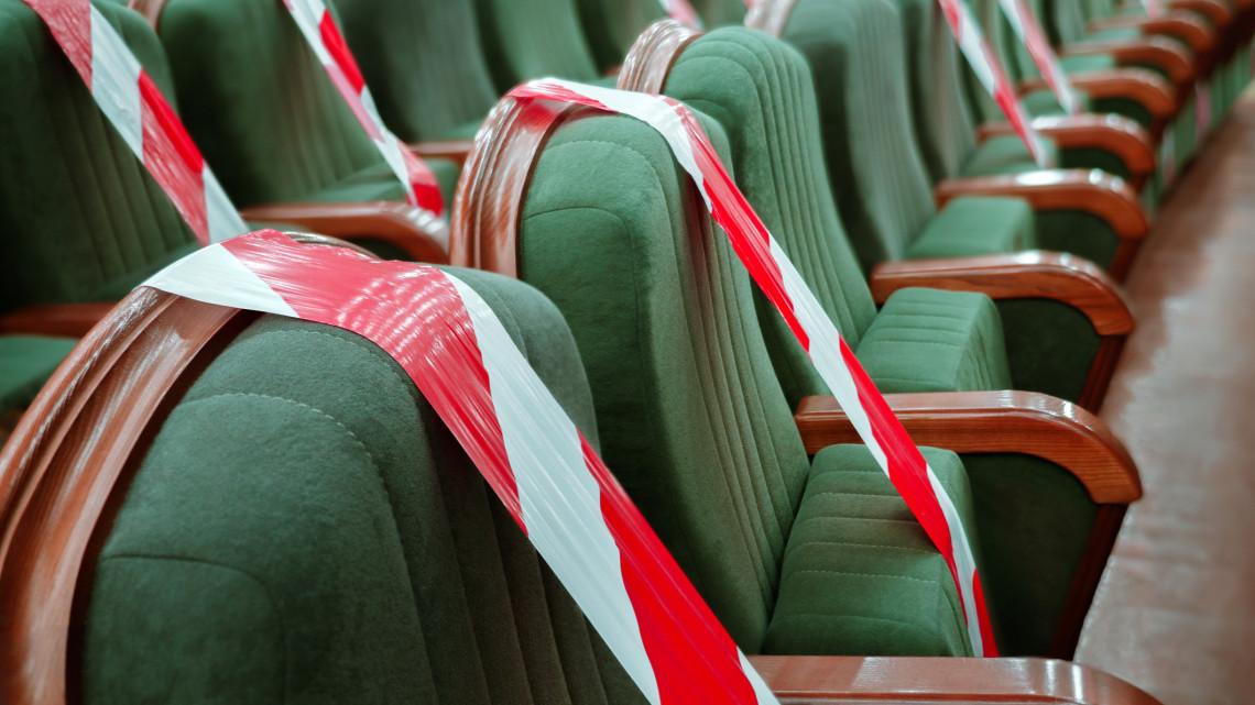 Váratlanul érte a hír a Győri Nemzeti Színház igazgatóját: a Facebookról tudta meg, hogy tíz év után leváltották