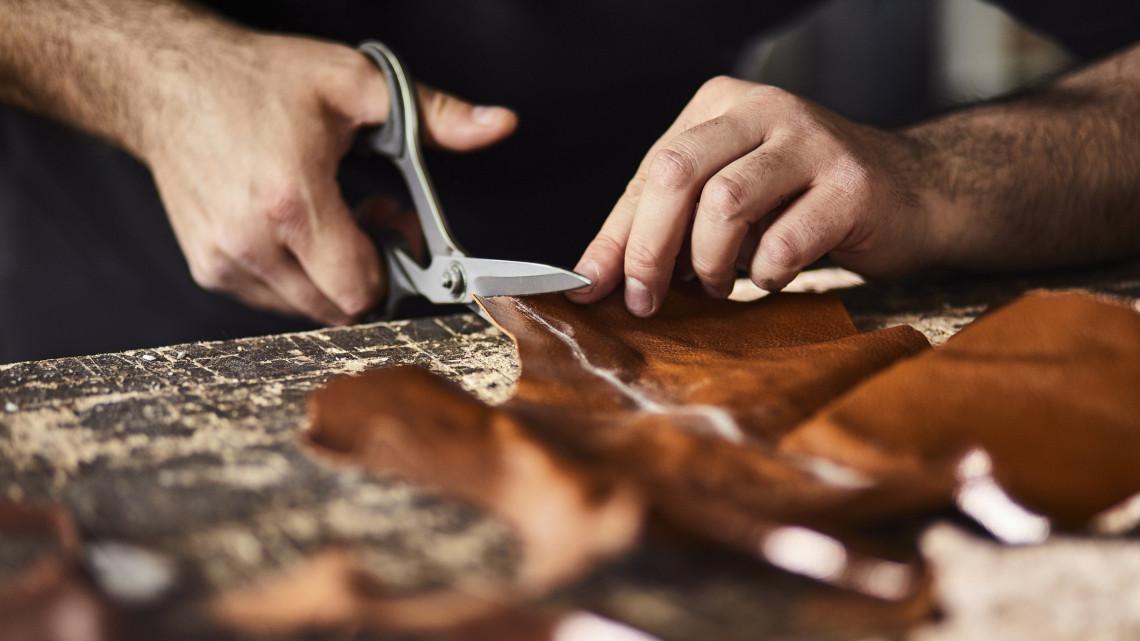 Így lehet valaki sikeres kézműves mesterként: elárulta a titkot a vidéki bőrdíszműves