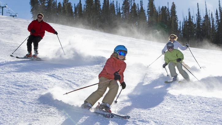 Nem kockáztatnak a magyarok: külföld helyett inkább belföldön hódolnak kedvenc téli sportjuknak
