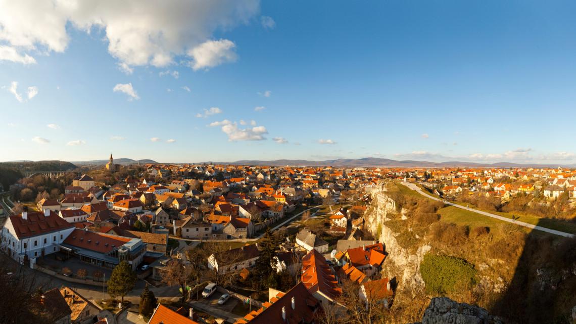A megye, aminek szinte a fele Balaton-part: mégis nagy az elvándorlás