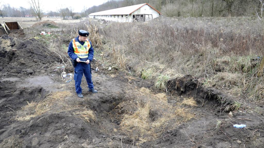 Horror a vidéki városban: lótetem alá rejtették a meggyilkolt nő holttestét