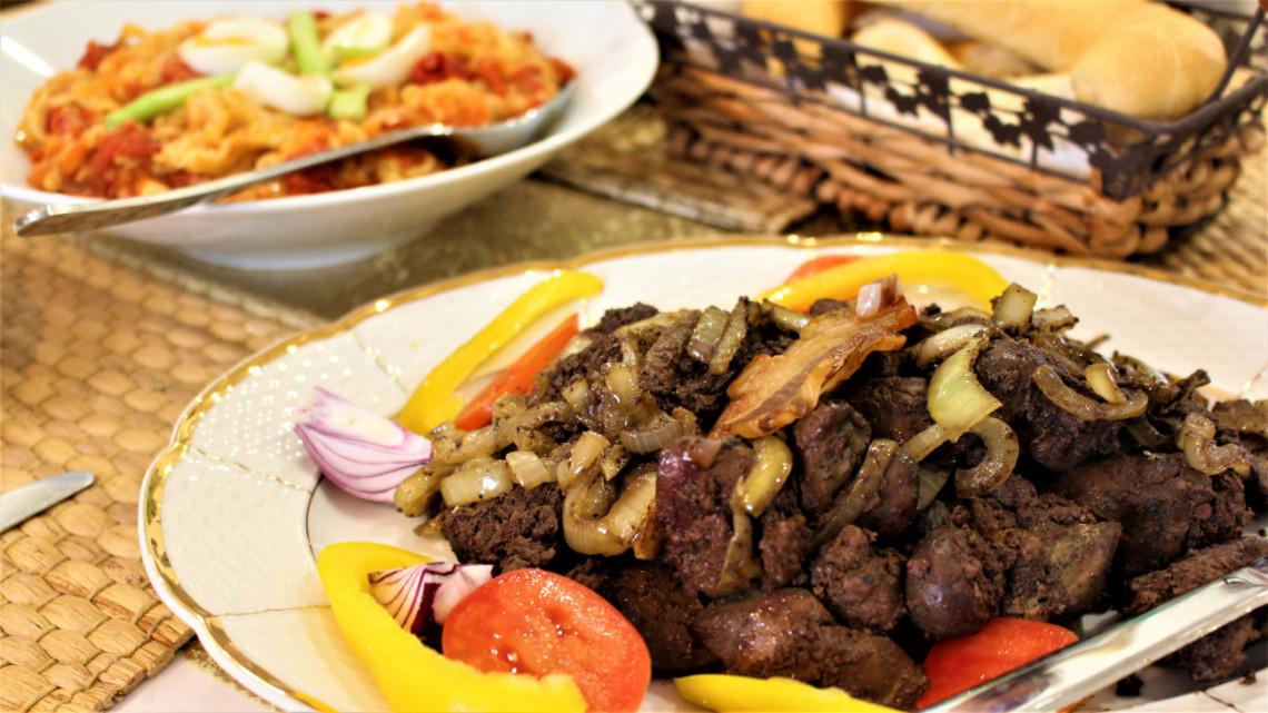 Ilyet még nem ettél: pazar lecsós tészta, a cigány háziasszonyok titkos receptje