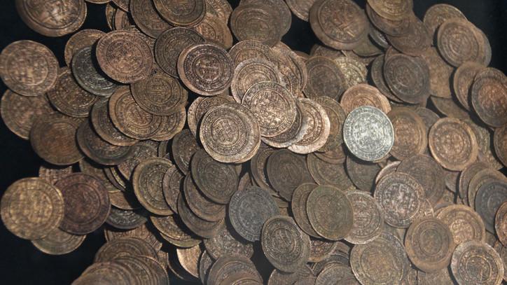 Hamis aranypénzre bukkantak a régészek: az épülő tiszaugi híd mellett találták