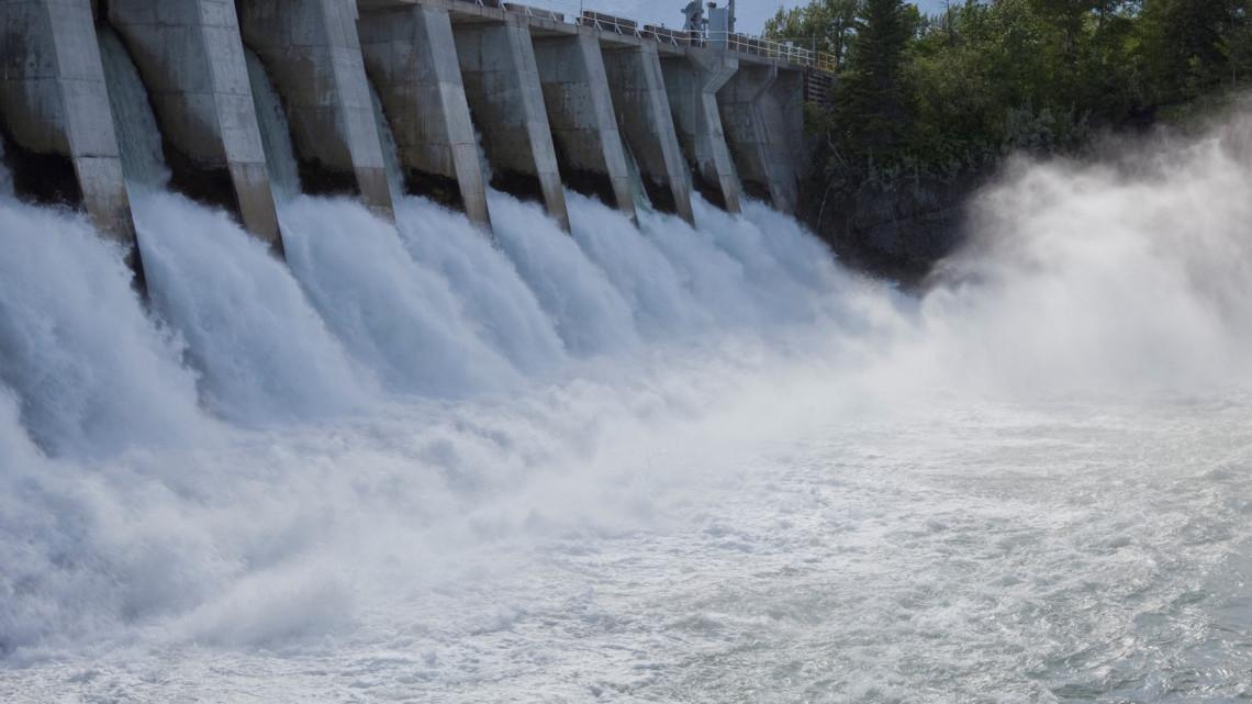 Tiszai árvíz: leállították a kiskörei duzzasztógátat, a vízerőmű energiatermelése abbamaradt