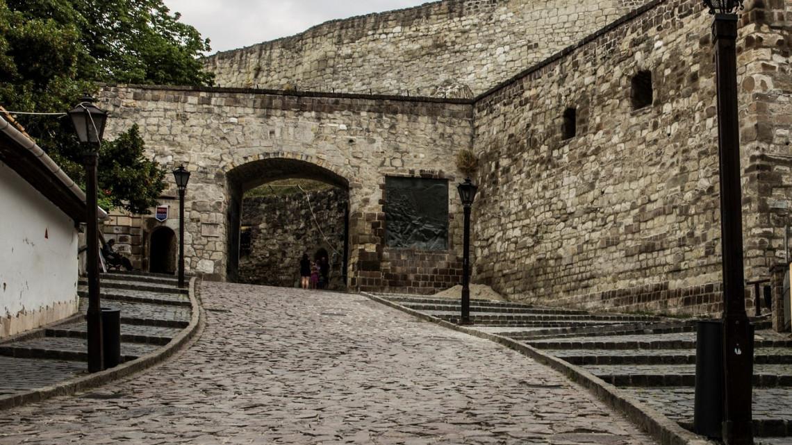 Szomorú látvány: leomlott az egri vár bástyájának támfala, ez lehetett az oka