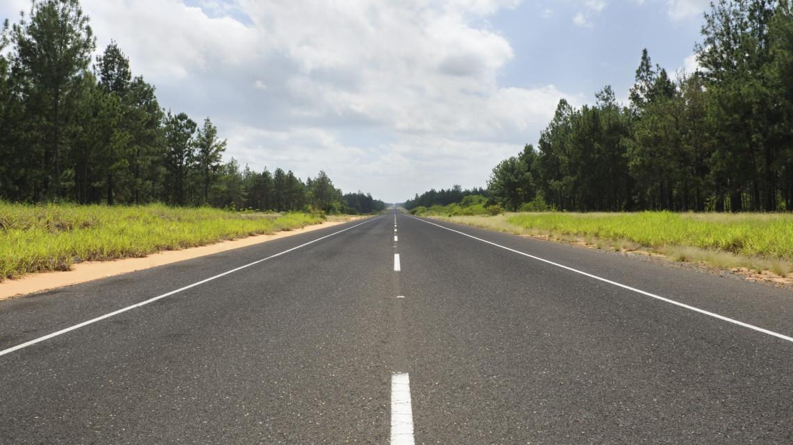 Ez már nagyon kellett: ezer kilométernyi utat újít fel idén a Magyar Közút