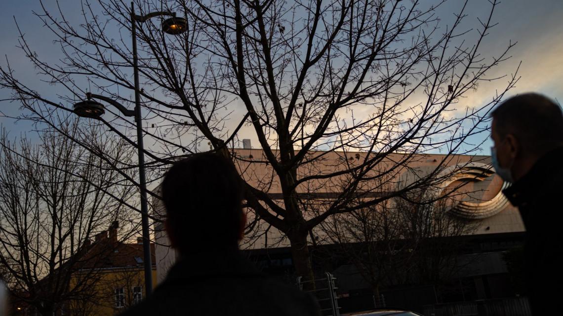Nem semmi, itt az okos közvilágítás! Az eget kémlelik Szombathely vadiúj utcai lámpái