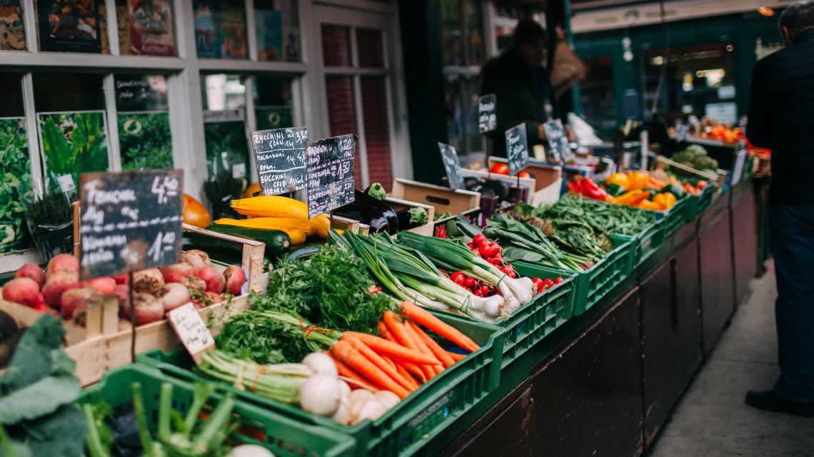 Ezeket veheted most fillérekért a piacon: itt a nagy zöldség-gyümölcs naptár