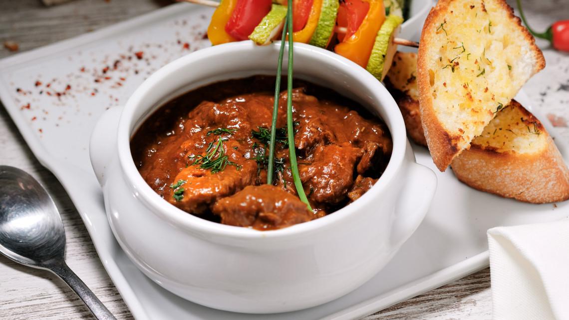 Hentes tokány recept egyszerűen: mutatjuk, hogyan készülnek a legjobb hentes tokány receptek!