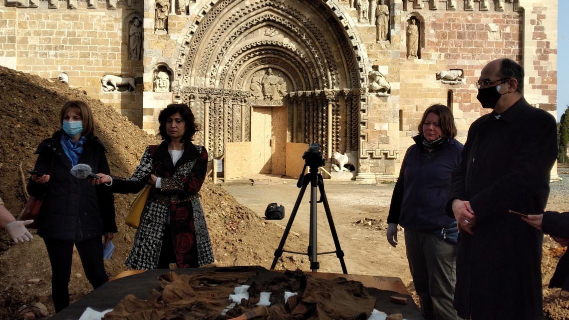 Szenzációs lelet bukkant elő Jákon: ilyet még soha nem látott magyar régész + VIDEÓ