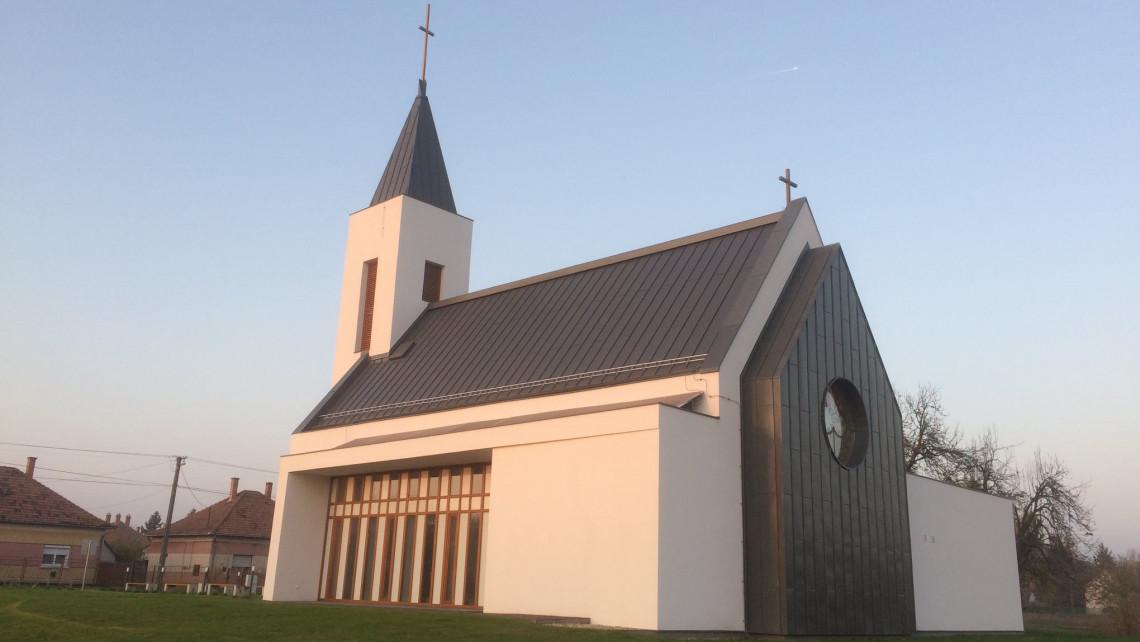 120 millióból modern, infrafűtéses templom épült: csak hónapok óta nem tudják felszentelni