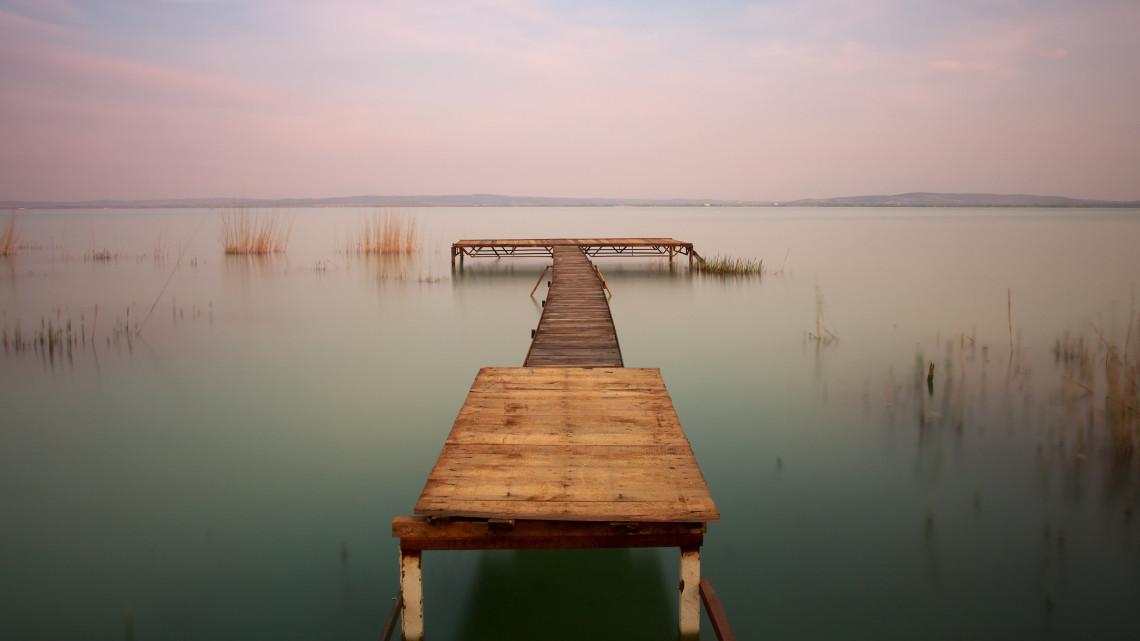 Soha nem látott bírságok repkednek a Balatonnál: erről minden horgásznak tudnia kell