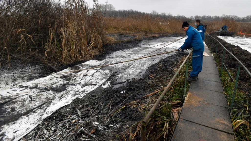 Szigetszentmiklósi olajszennyezés: még mindig rengeteg a munka, évekig tarthat