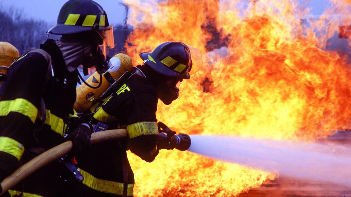 Óriási katasztrófa fenyegetett: kimenekítették a dolgozókat a lángoló gyárból