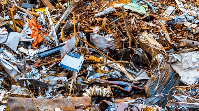 Lebuktak a vidéki fémtelepek: tíz tonna illegális fémhulladékot foglalt le a NAV