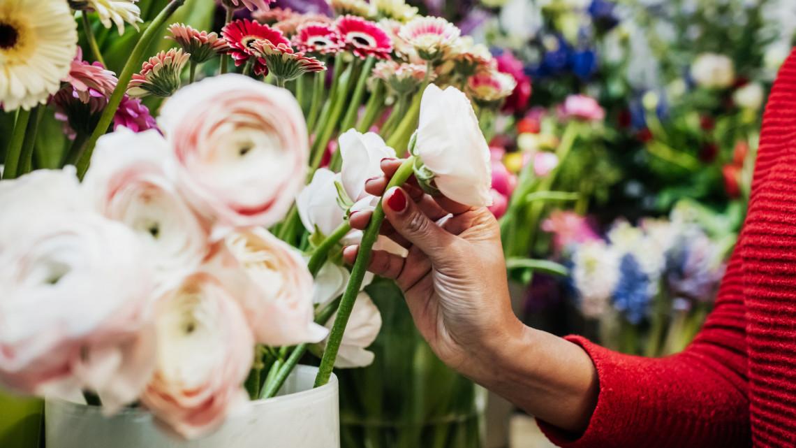 A tiltás ellenére kinyithatnak a virágboltok ezen a településen: a polgármester állja a büntetést