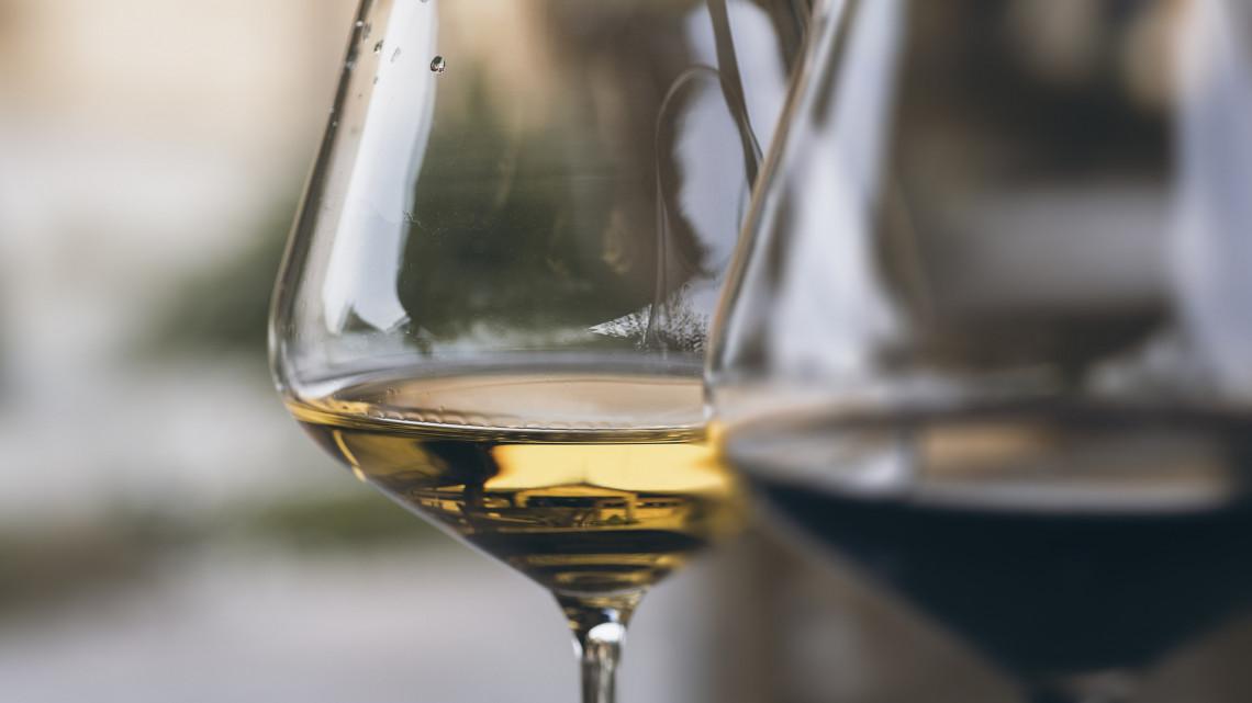 Durva változások jönnek: eltűnnek Magyarországról a legnépszerűbb borfajták?