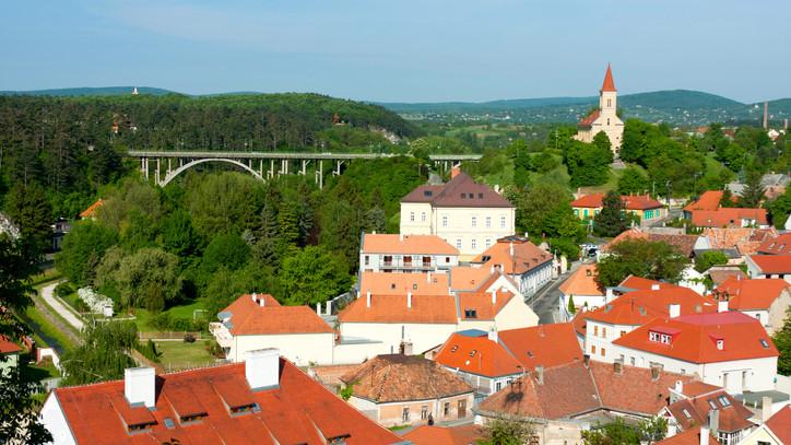 Számítanak a helyi lakosok segítségére: közösségi terek felújítását tervezik Veszprémben
